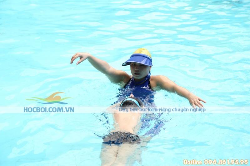 Lợi ích khi cho trẻ tham gia bơi lội