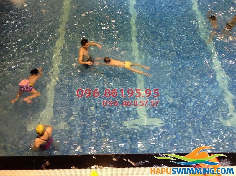 Cam kết 100% học viên biết bơi sau khóa học bơi bể Hapulico ở Hapu Swimming 01