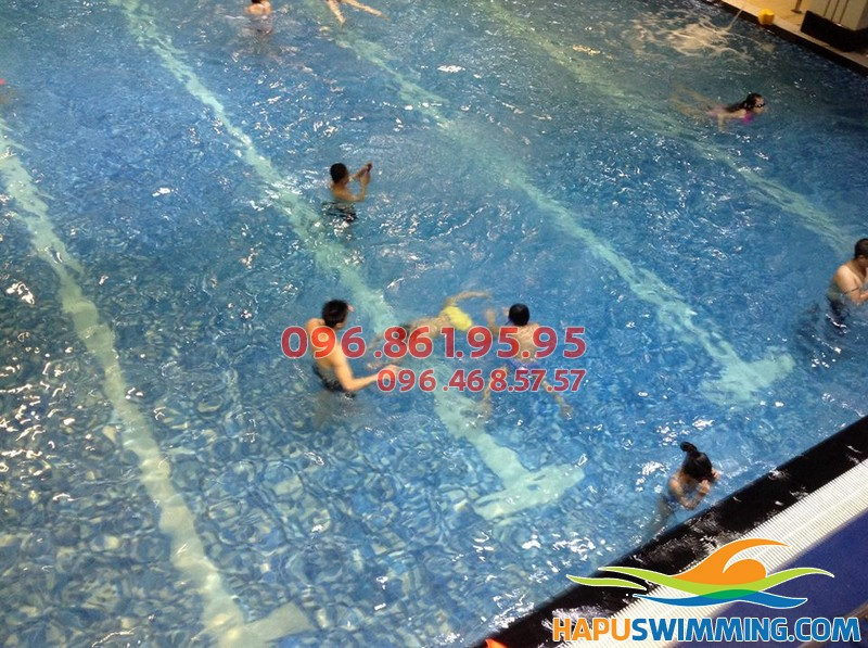 Học bơi tại bể bơi Hapulico trang bị cho bé những bài học bổ ích