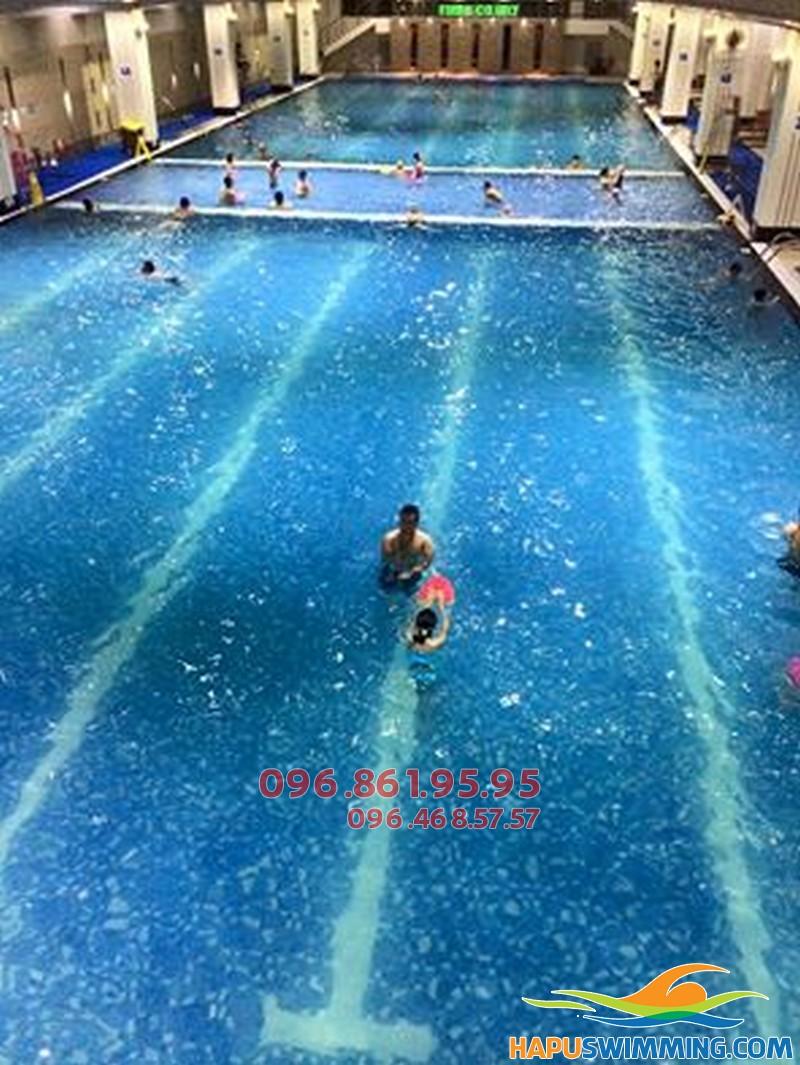 Học bơi bể bơi Hapulico cùng giáo viên giỏi