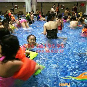 Học bơi bể bơi Hapulico cùng các thầy cô giáo giỏi