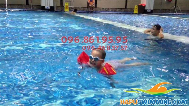Lựa chọn kiểu bơi phù hợp khi tham gia học bơi tại Hapulico