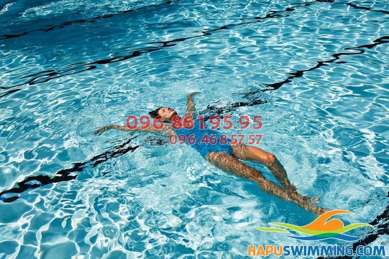 Lớp học bơi cho chị em phái đẹp tại Hapu Swimming