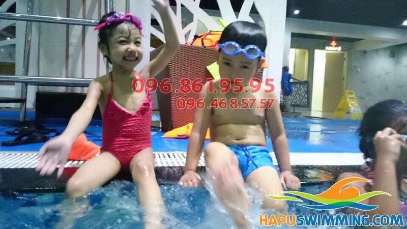 Cùng bé phát triển toàn diện với lớp học bơi bể Hapulico của Hapu Swimming