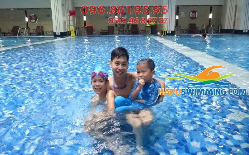 """Sức hút """"khủng"""" của lớp học bơi bể Hapulico tại Hapuswimming 02"""