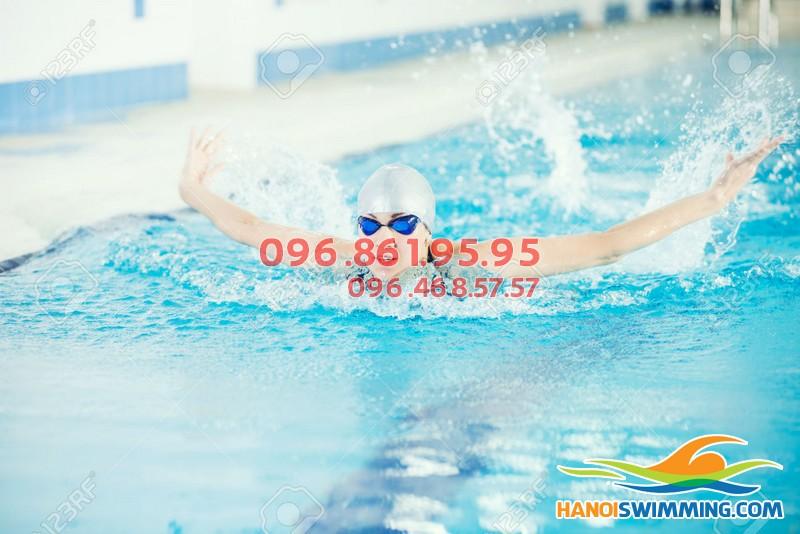 Lớp học bơi bướm nâng cao tại bể bơi Hapulico