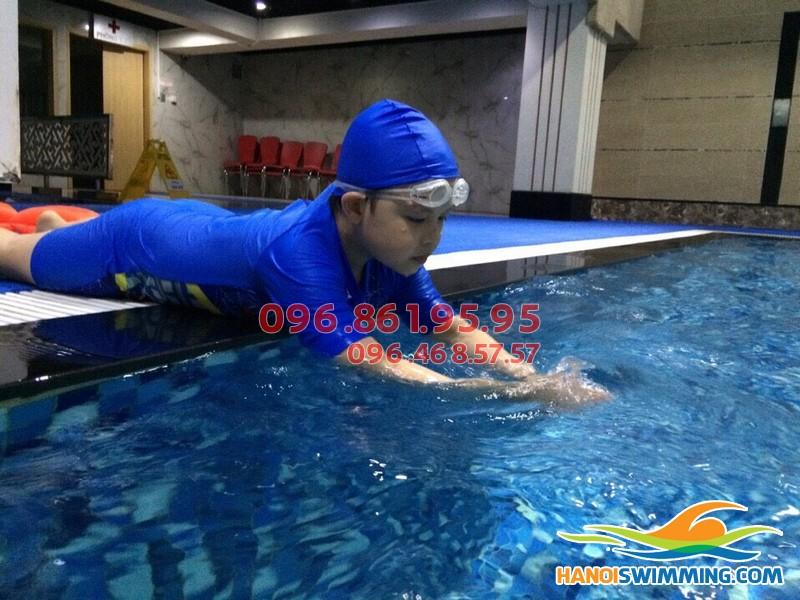 Bơi ếch bể Hapulico - Lớp học bơi phù hợp với mọi lứa tuổi