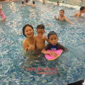 Dạy bơi cho học sinh tiểu học bể Hapulico giá rẻ