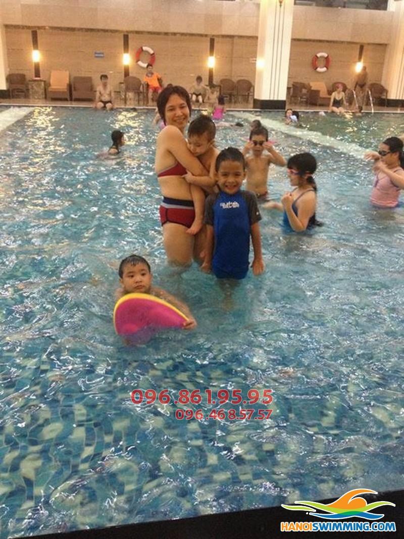 Dạy học bơi trẻ em bể Hapulico - Những cải tiến mới trong mùa hè 2017