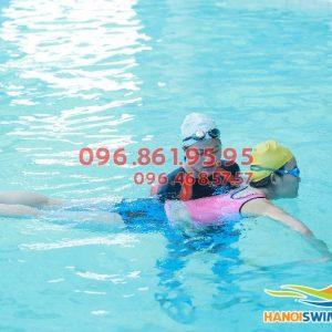 Lớp học bơi sải nâng cao tại bể bơi Hapulico