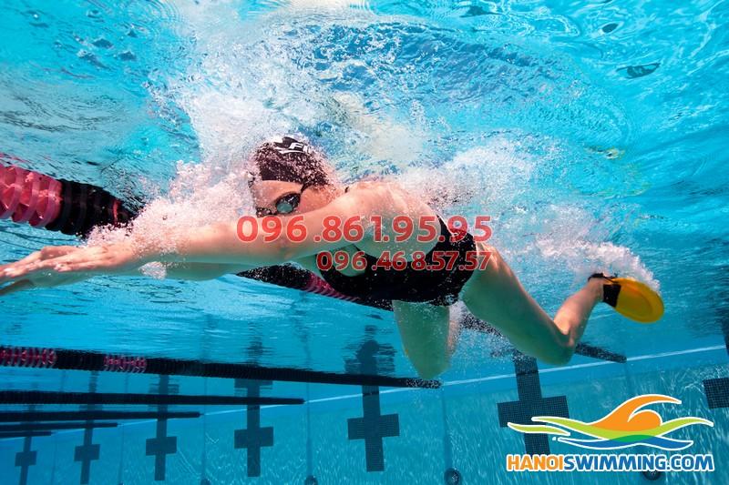 Cách dạy bơi ếch bể Hapulico của Hà Nội Swimming