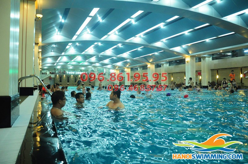 Học bơi buổi tối tại Hà Nội: Vì sao nên chọn bể Hapulico?!