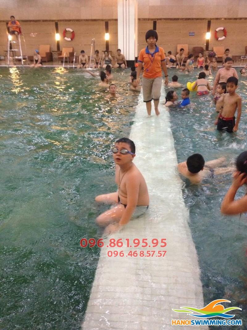 Học bơi cấp tốc bể Hapulico: Cần bao lâu để biết bơi cơ bản thuần thục?!