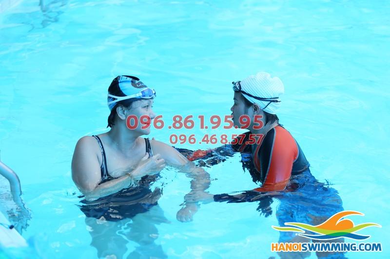 Học bơi: Tại sao nên chọn dạy học bơi kèm riêng?!