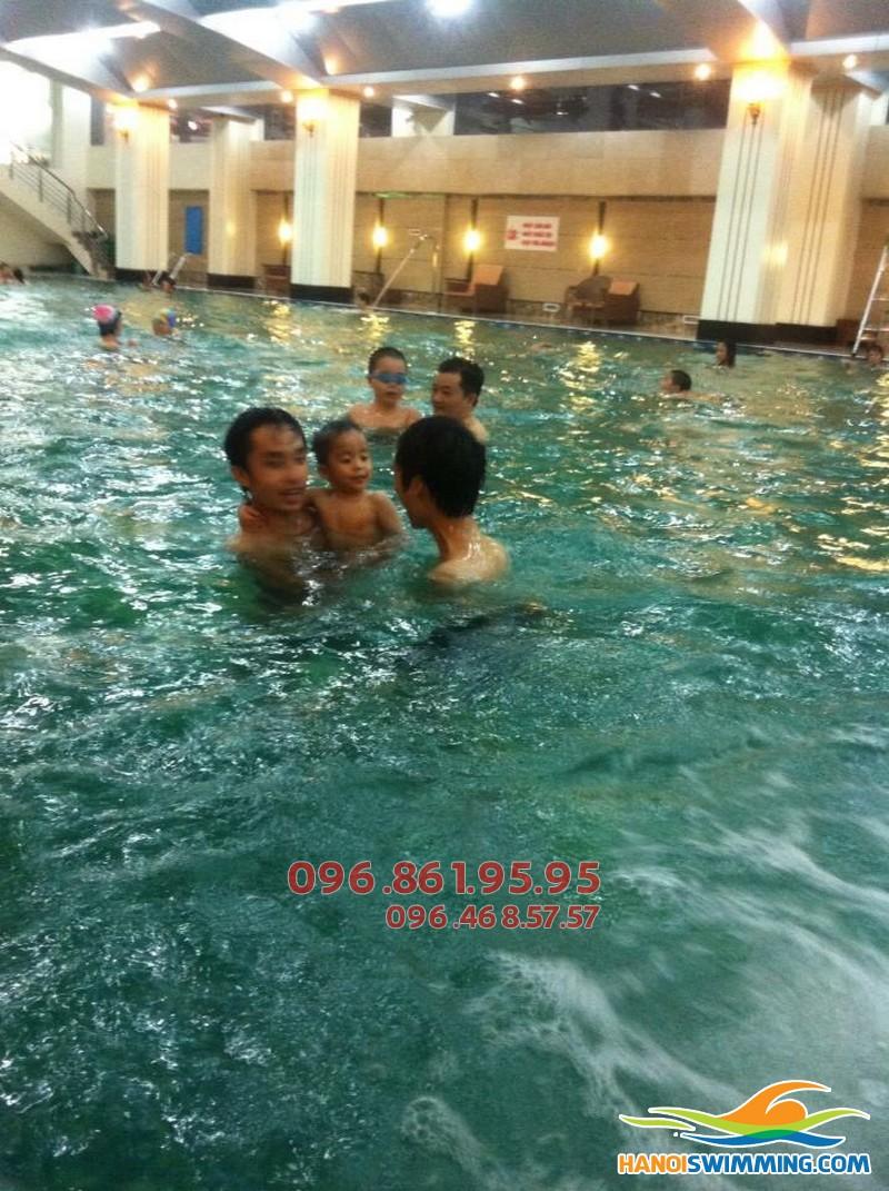 Đăng ký học bơi cho bé bể Hapulico: Nhận ngay ưu đãi giá vé vào bể