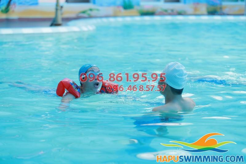 HVL Hapu Swimming Pool hướng dẫn học viên học bơi