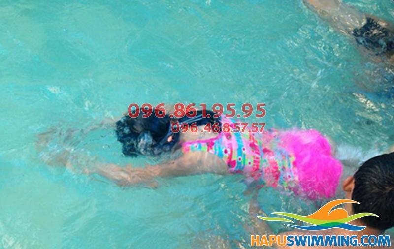 Bơi như ếch chỉ sau 1 khóa học bơi Hapulico _ 01