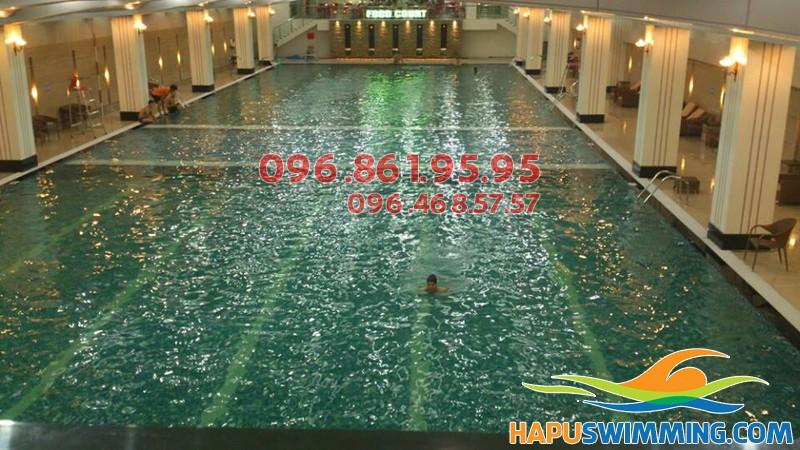 Học bơi mùa đông trong không gian rộng thoáng của bể bơi Hapulico