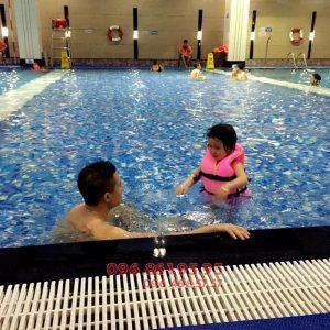 Từ 6 tuổi, bé có thể tham gia lớp học bơi cấp tốc bể nước nóng Hapulico 2017