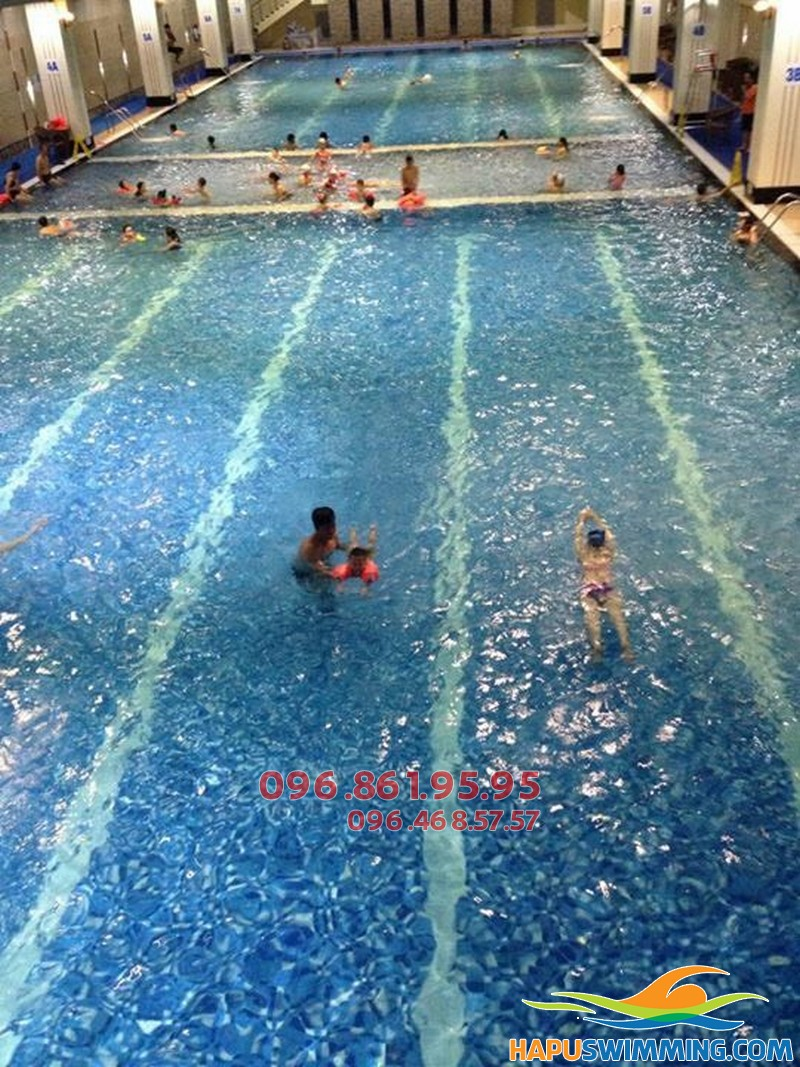 Học bơi bể nước nóng Hapulico với hình thức kèm riêng chất lượng