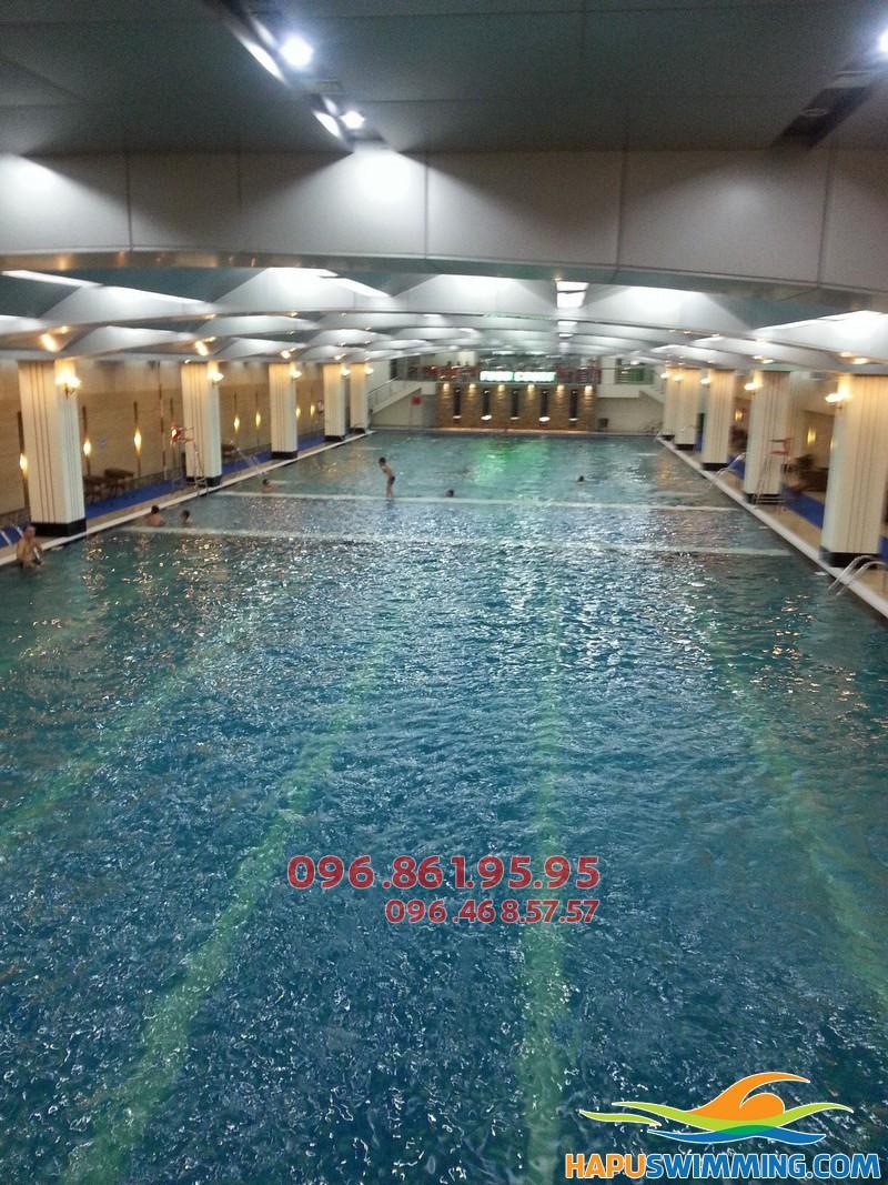 Học bơi mùa đông bể Hapulico 2017 với giáo viên nữ