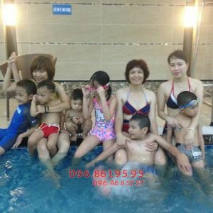 Học bơi mùa đông bể Hapulico hấp dẫn mọi học viên