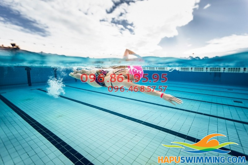 Bơi lội giúp xóa tan mệt mỏi cho dân văn phòng