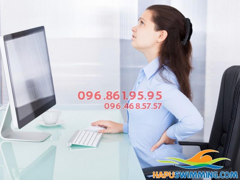 Đau lưng do ngồi nhiều là một trong những bệnh lý của dân văn phòng