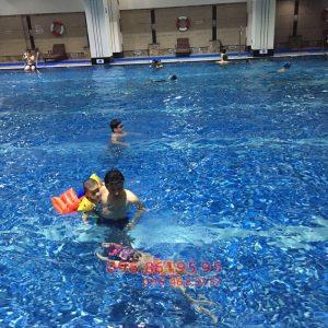 Những lưu ý quan trọng khi đi bơi mùa đông để đảm bảo sức khỏe