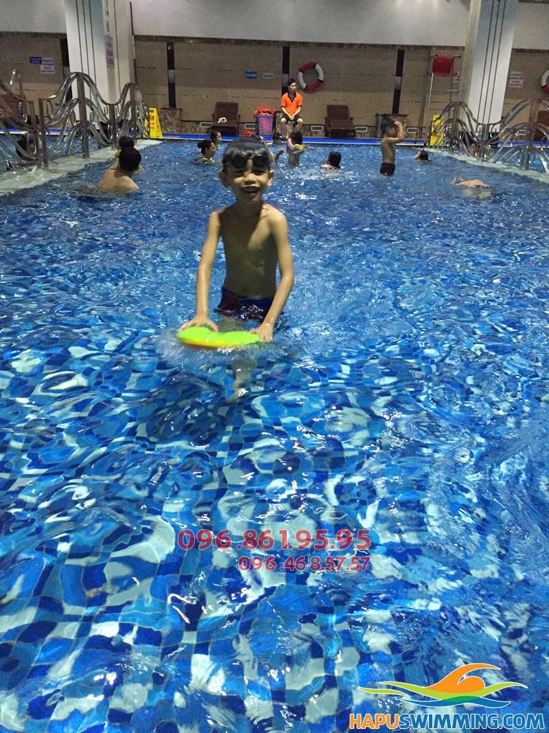 Học bơi mùa đông bể Hapulico giá rẻ, với các VĐV bơi chuyên nghiệp