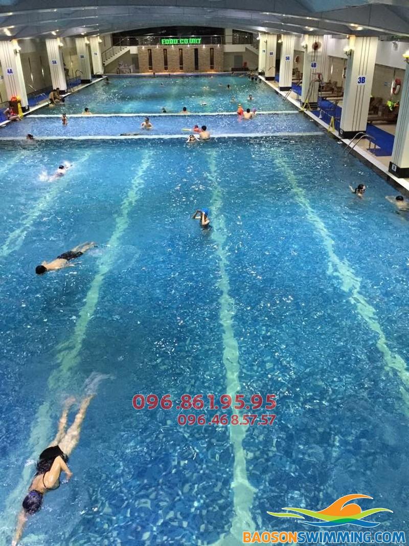 Trung tâm dạy bơi Hà Nội Swimming đơn vị tổ chức khóa học bơi mùa đông tại bể Hapulico