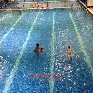 Học bơi mùa đông bể nước nóng Hapulico với hình thức kèm riêng chất lượng