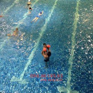 Lớp học bơi cấp tốc mùa đông 2017 ở bể nước nóng Hapulico giá rẻ nhất