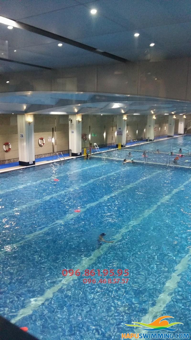 Trung tâm dạy học bơi cho trẻ mùa đông bể nước nóng Hapulico uy tín