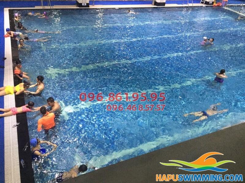 Học bơi bể nước nóng Hapulico 2017, học viên được học kèm riêng