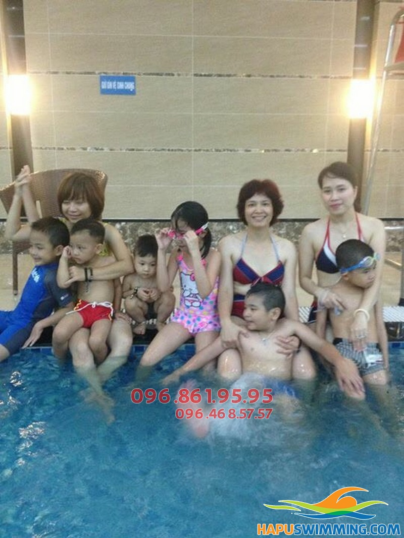 Học bơi hè 2018 cùng giáo viên nữ giá rẻ