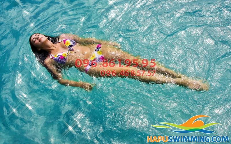 Học viên tự tin bơi lội thành thạo sau khóa học bơi cấp tốc của Hà Nội Swimming