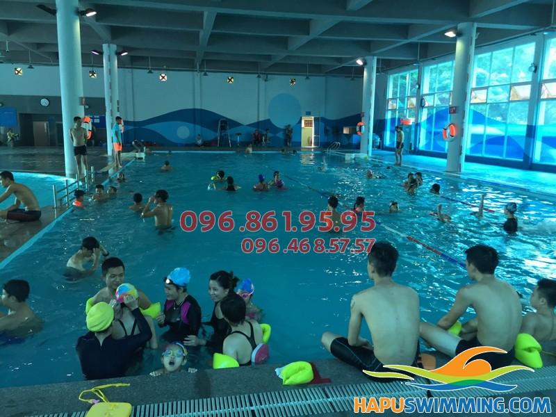 Bể bơi Vạn Bảo thu hút được sự quan tâm của nhiều tín đồ bơi lội