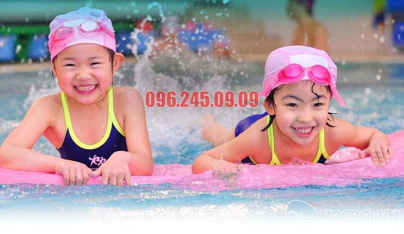 Môn thể thao bơi lội là môn thể thao đảm bảo giảm cân hiệu quả đối với học sinh