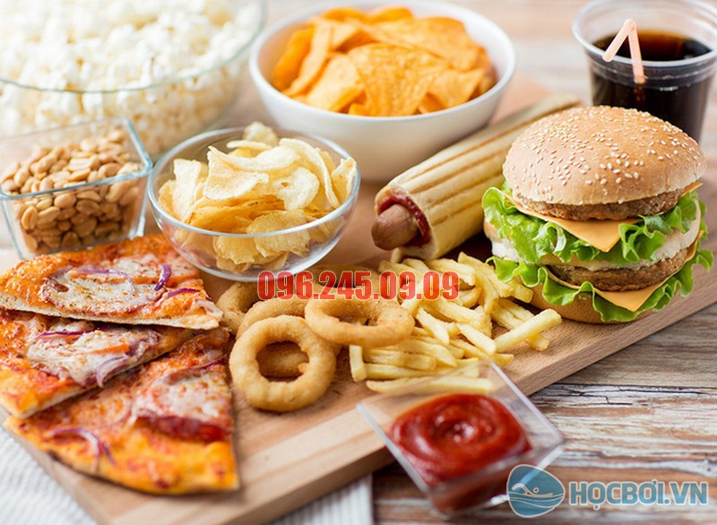 Trong đồ ăn nhanh có chứa rất nhiều giàu mỡ