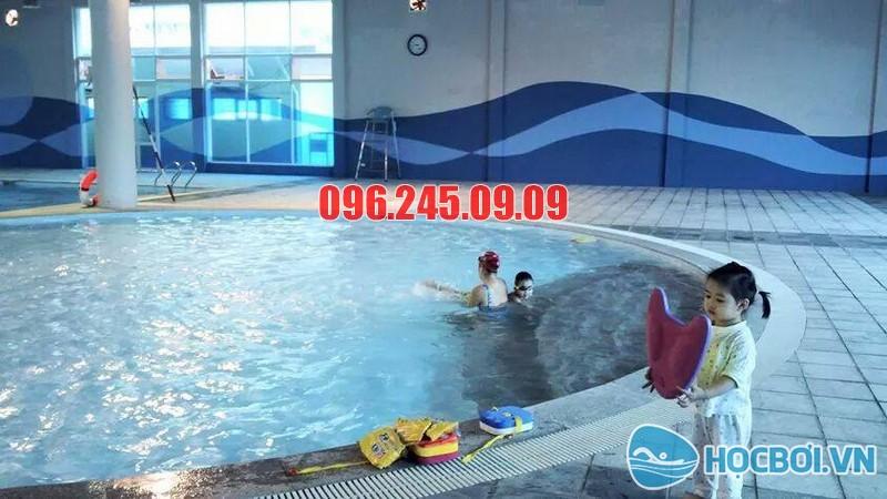 Bể bơi 73 Vạn Bảo