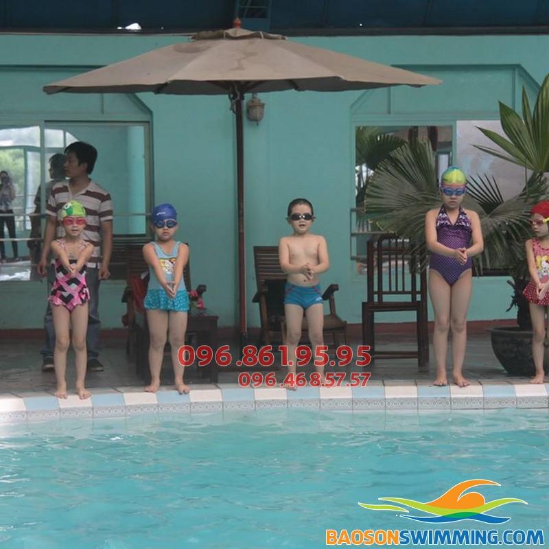 Lớp dạy học bơi cho bé 5 tuổi tại bể bơi Bảo Sơn