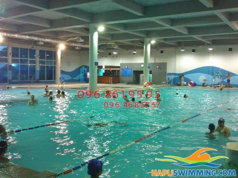 Các lớp dạy bơi cho trẻ em tại bể bơi Vạn Bảo