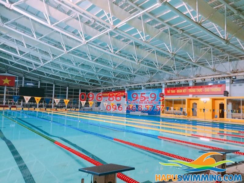 Bể bơi Mỹ Đình có 4 bể bơi: 2 bể bơi trong nhà và 2 ngoài trời