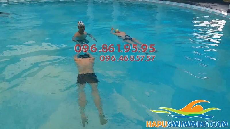 Dạy bơi kèm riêng tại bể bơi Times City