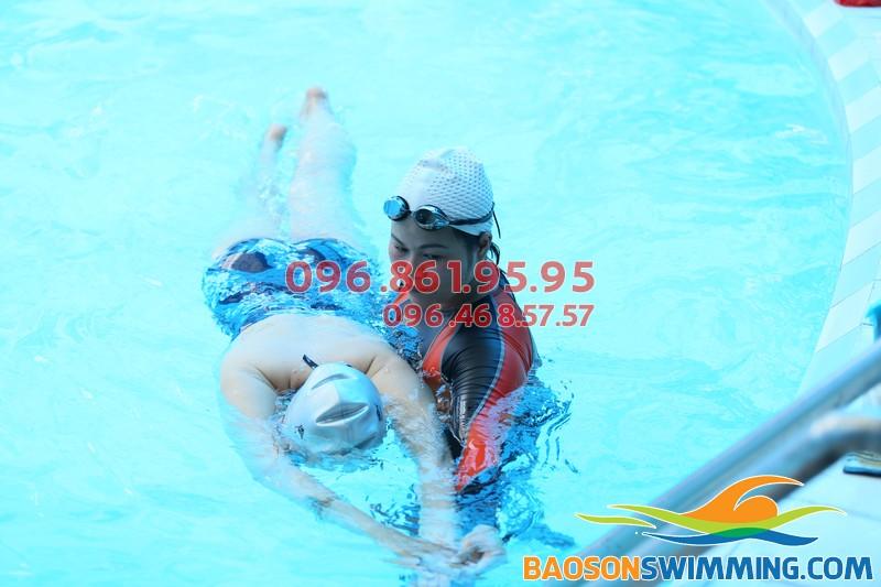 HLV Bảo Sơn Swimming hướng dẫn học viên kèm riêng