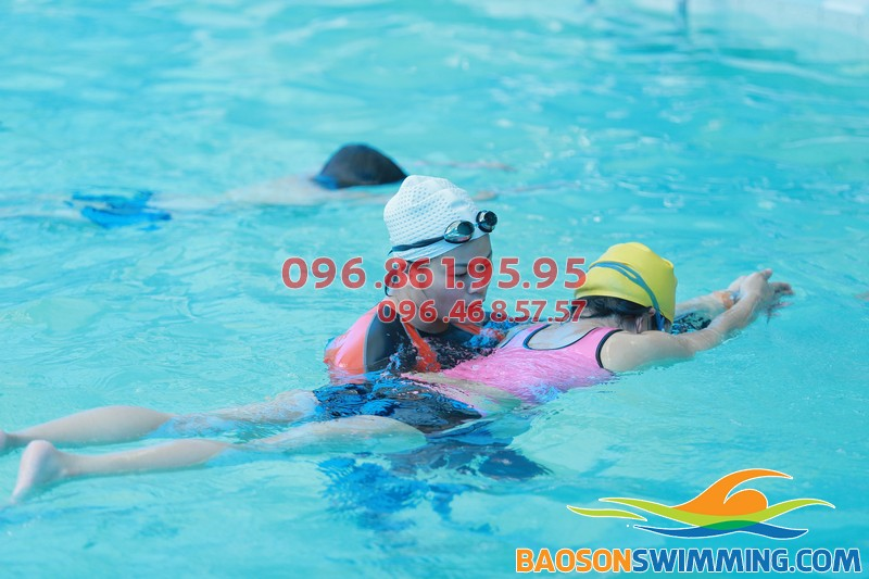 HLV Hà Nội Swimming dạy bơi kèm riêng