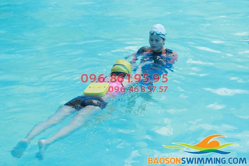 HLV Hà Nội Swimming dạy bơi 1 kèm 1