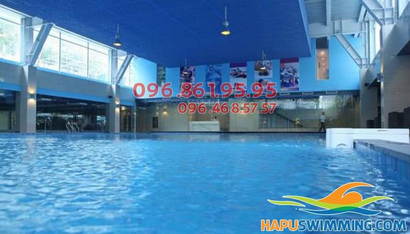 Bể bơi trong nhà Đặng Tiến Đông dành cho bé