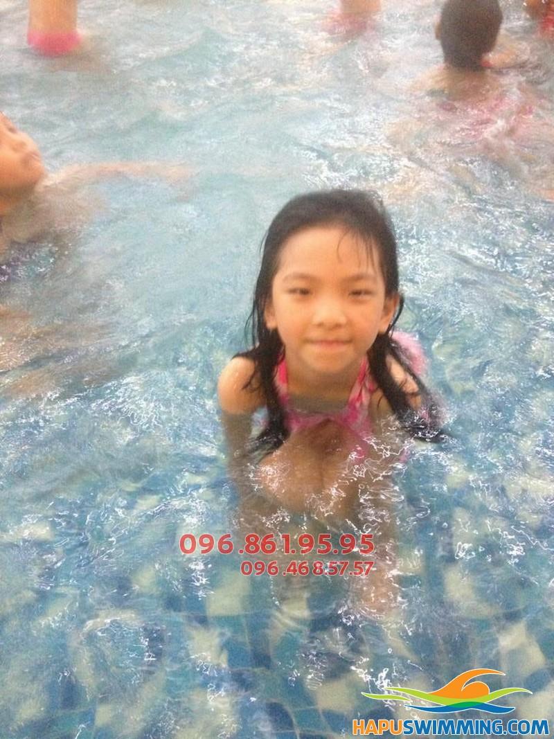 6 tuổi là giai đoạn vàng để bé học bơi hiệu quả